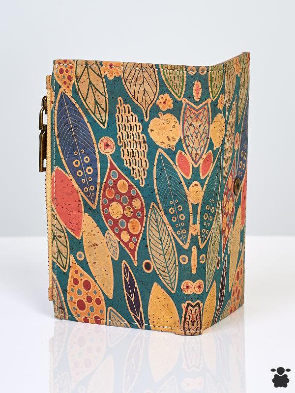 Cartera con estampado de hojas bohemias de colores, fabricado en corcho orgánico portugués