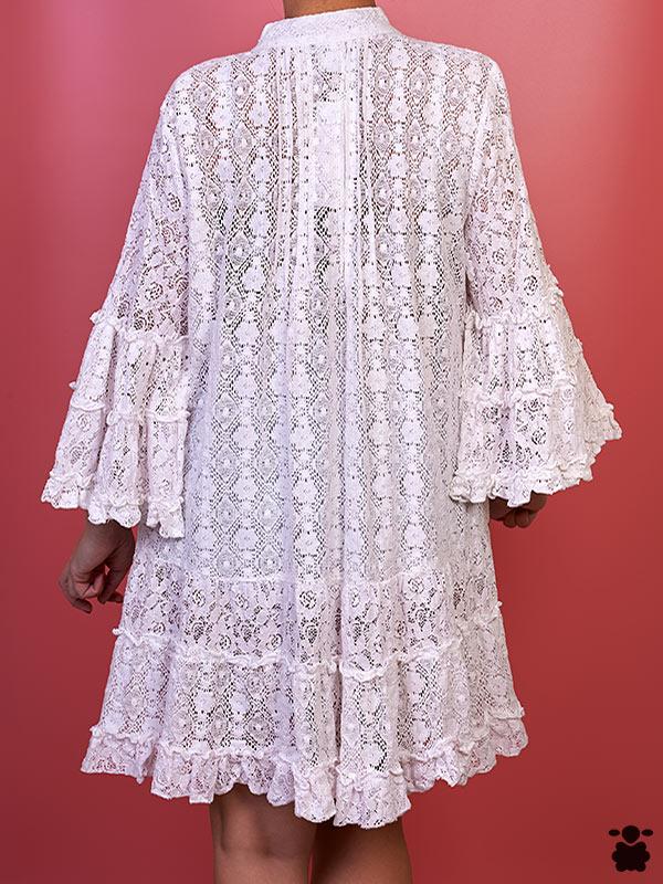 Vestido blanco estilo boho chic con bordados y pedrería