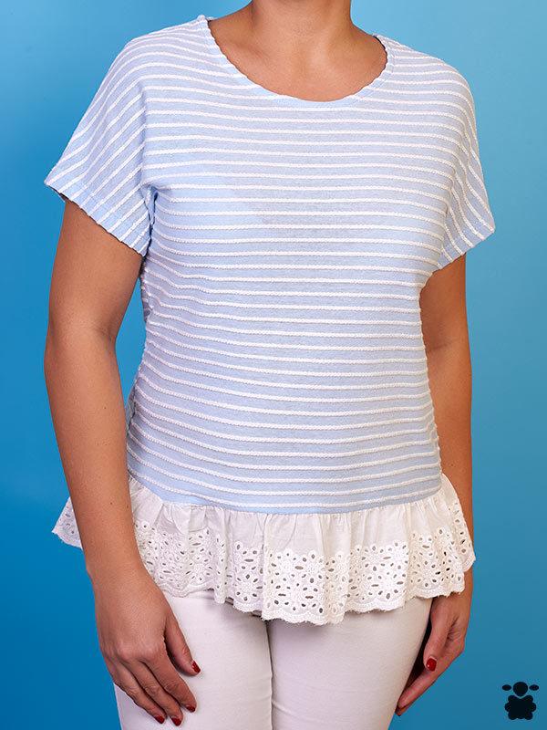 Camiseta blanca de rayas azules