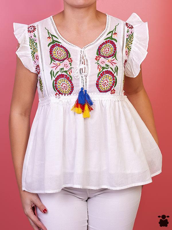Camiseta boho con bordados de flores