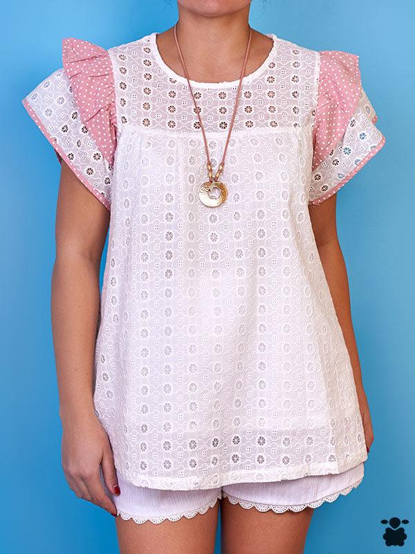 Camiseta con vuelos blanca y rosa