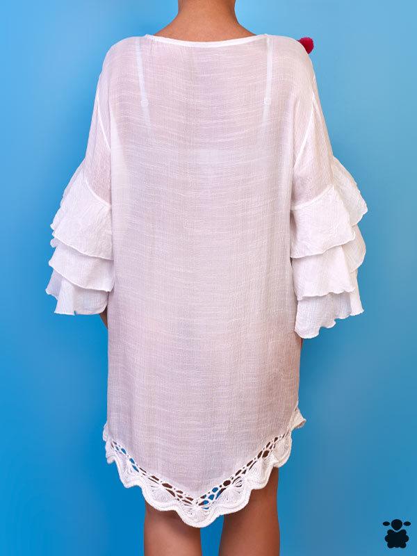 Vestido blanco boho con pompones y bordados