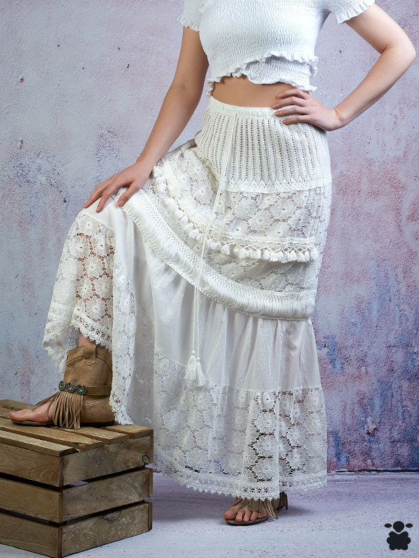 Falda boho chic en color blanco con detalles étnicos