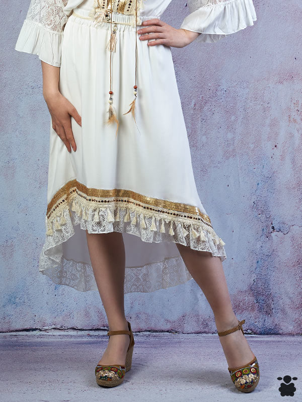 Falda boho asimétrica blanca y dorada