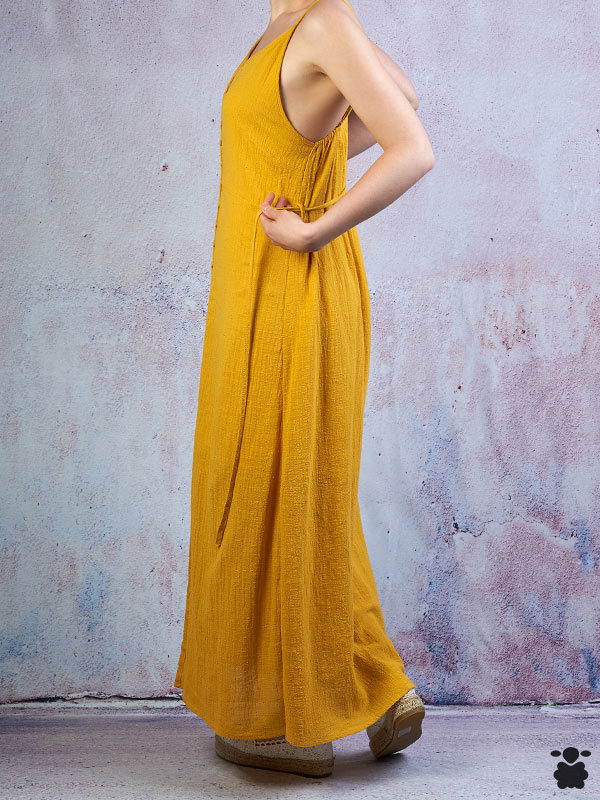 Vestido fresco de tirantes, color mostaza